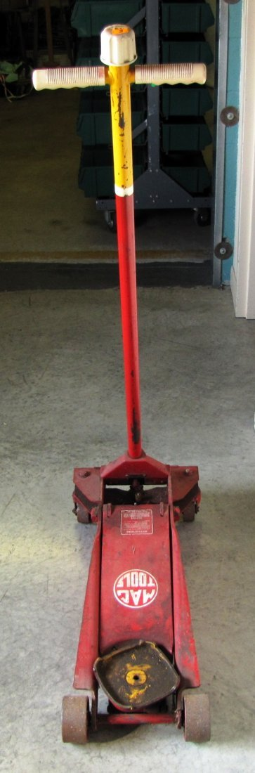 44A: 2 ton capacity Mac Tools floor jack - 3