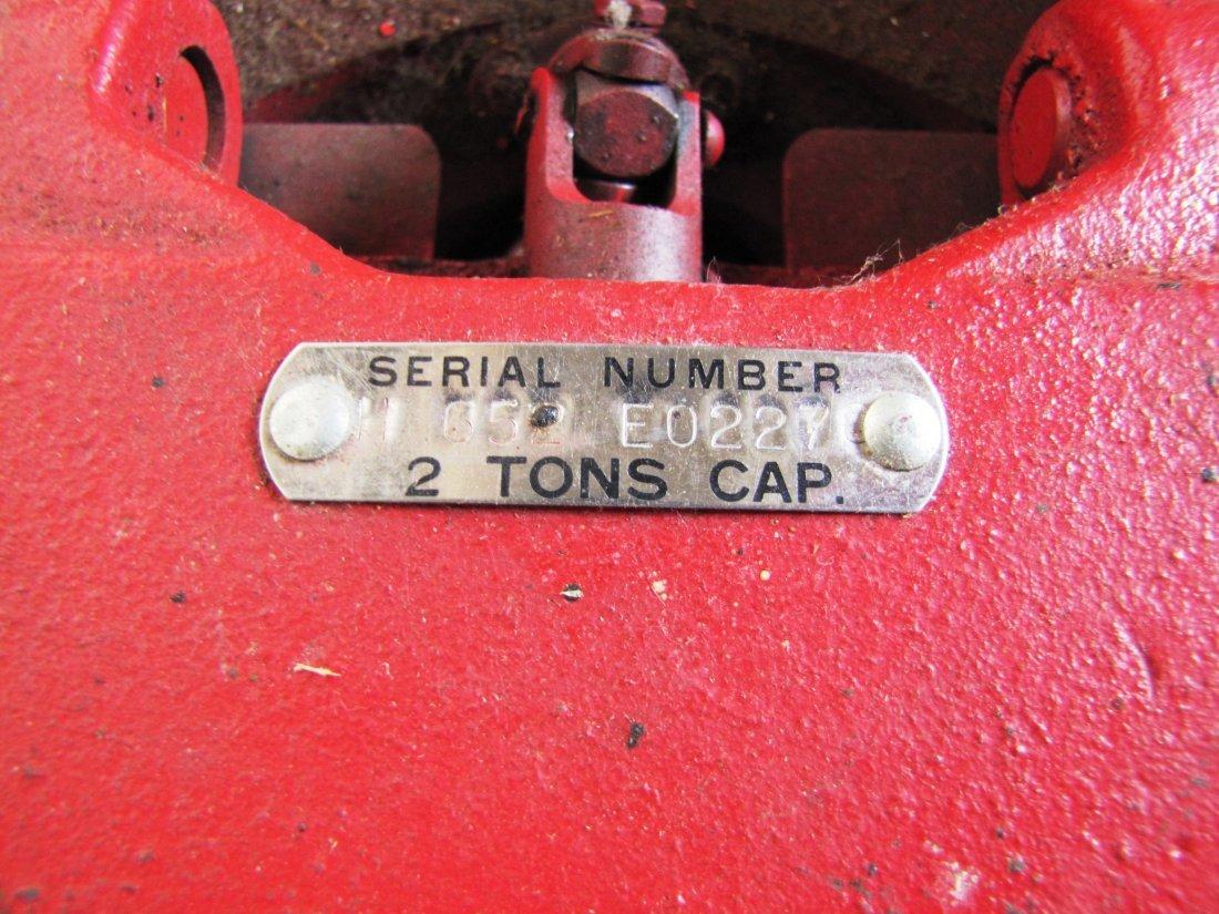 44A: 2 ton capacity Mac Tools floor jack - 6