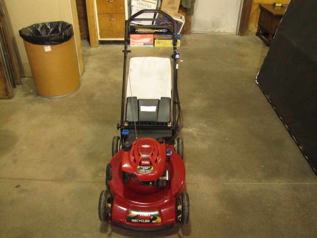 "3: 2009 Toro 22"" recycler electric start lawn mower"