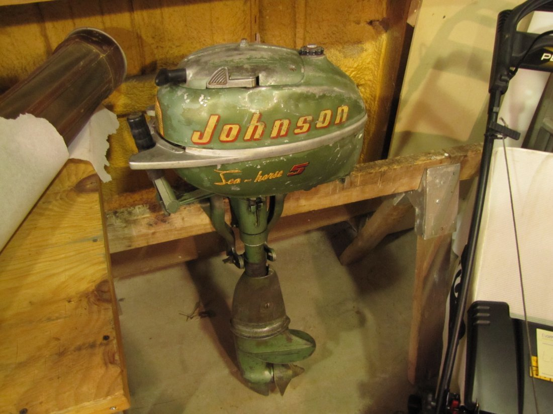 4: 1952-1953 Johnson Sea Horse 5 outboard boat motor