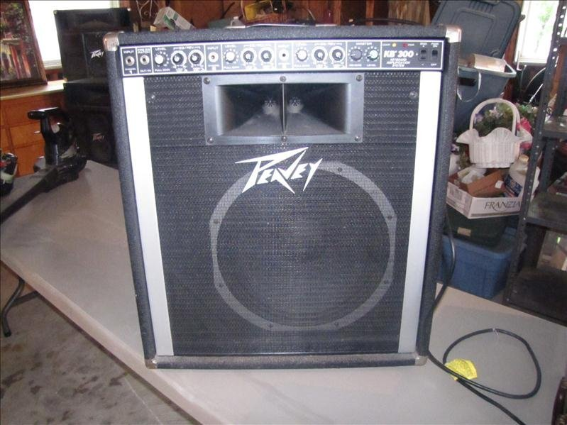 1: Peavey Keyboard Amplifier