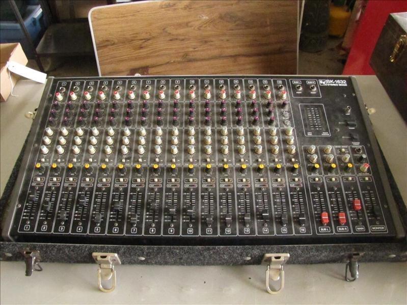 74: EV BK-1632 Stereo mixer board