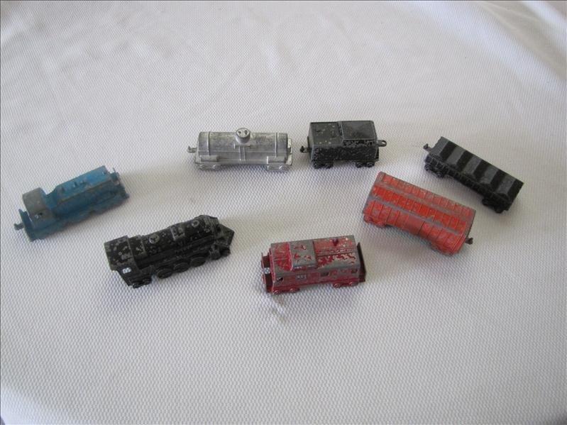 9: (7) Midgetoy Train Cars