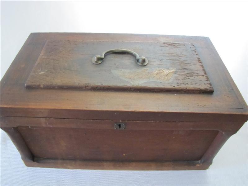 15: Vintage Wooden Chest Mini Trunk