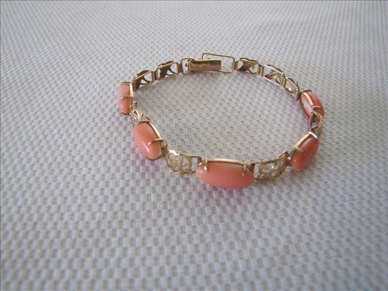 115A: Beautiful Stone 18 Kt Gold Bracelet