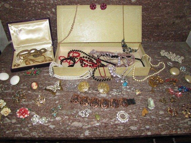 210: Lot of Costume Jewelry Cameo
