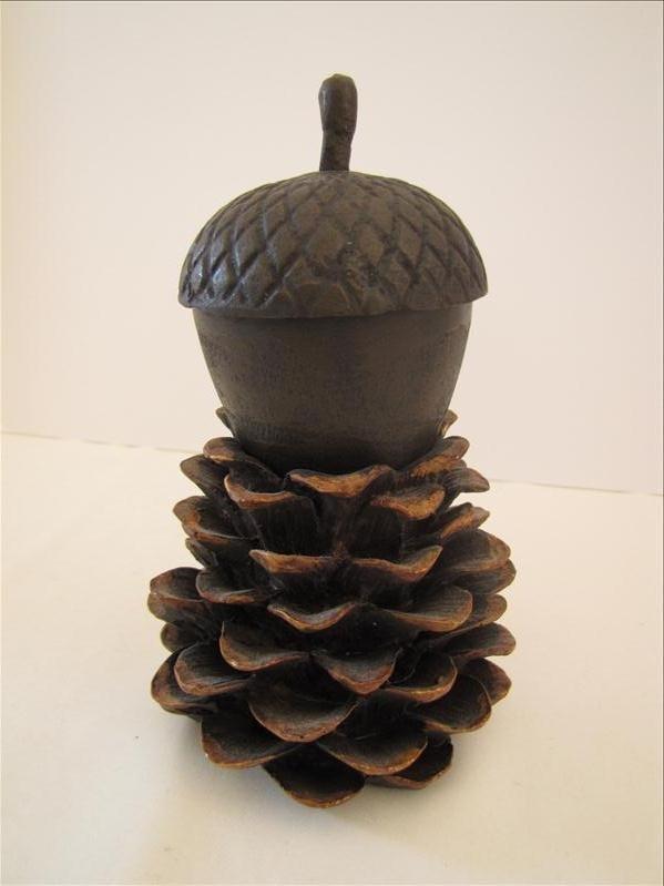 15: Acorn & Pinecone Motif Candle Holder