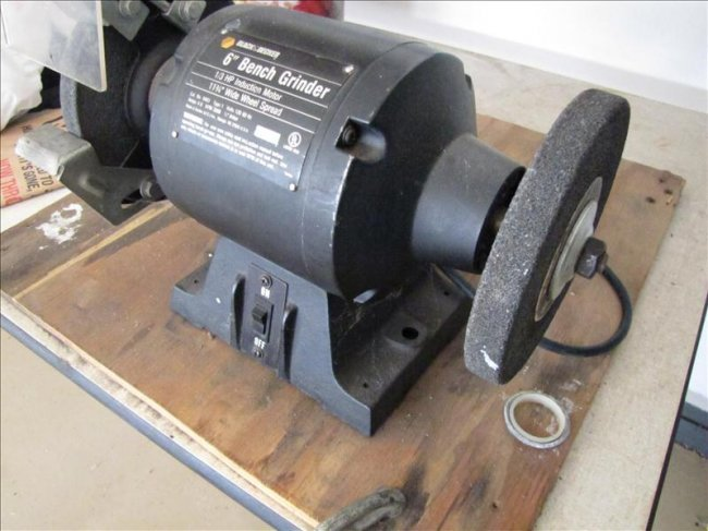 115 Black And Decker 6 Dual Wheel Bench Grinder Lot 115