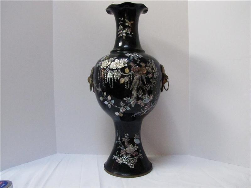 12: Korean Style Vase