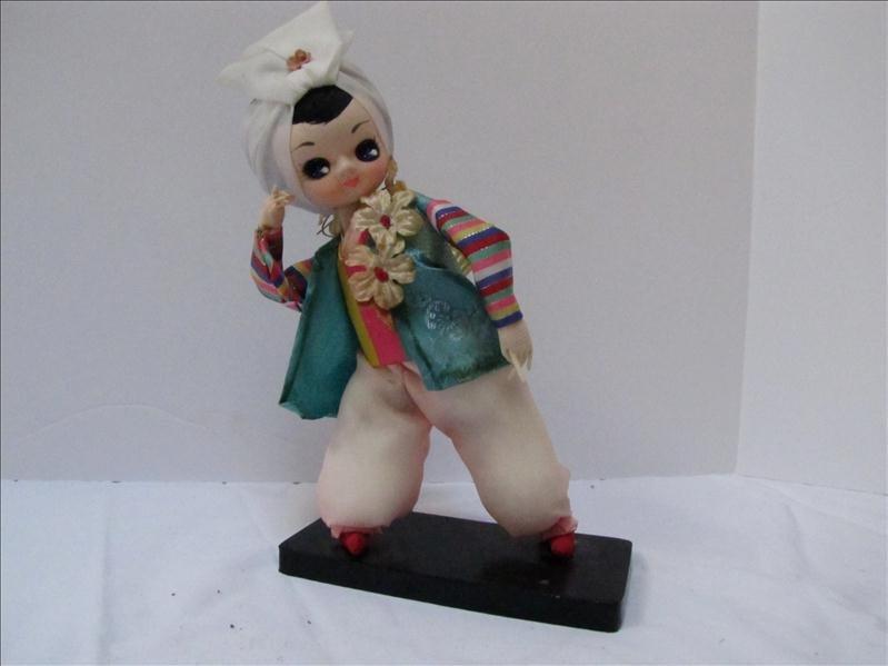 15: Oriental Female Doll