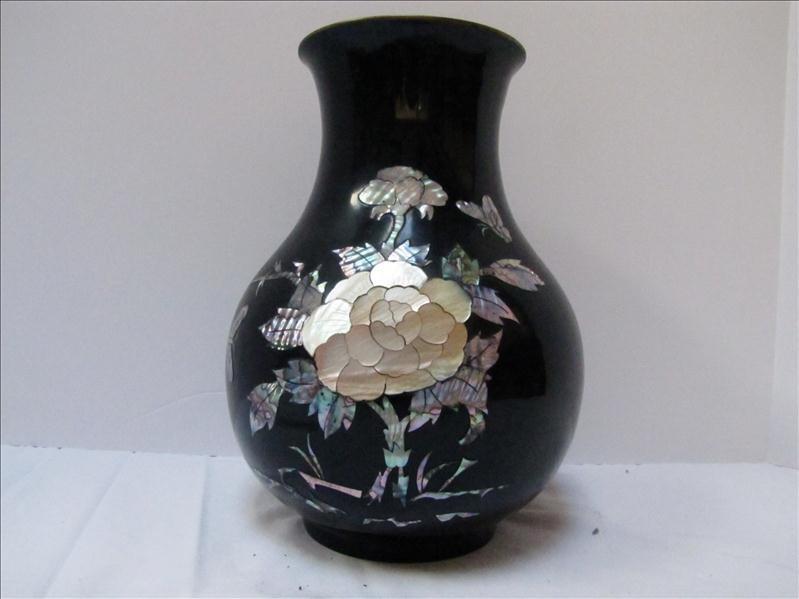 17: Black & Pearl Decorative Korean Vase