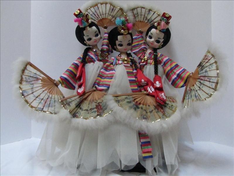 24: Three Oriental Dolls on Stand