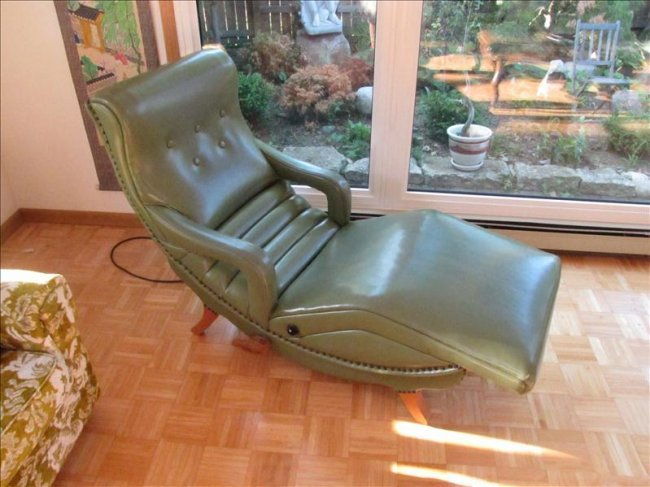 76: Retro Mid-century Contour Vibrating Lounge Chair