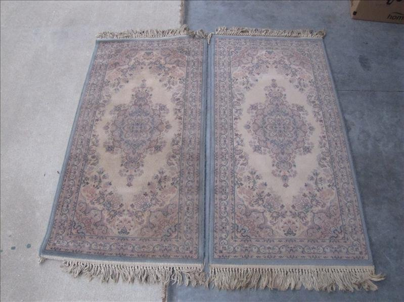 10: Pair of Matching Area Rugs w/Floral Pattern