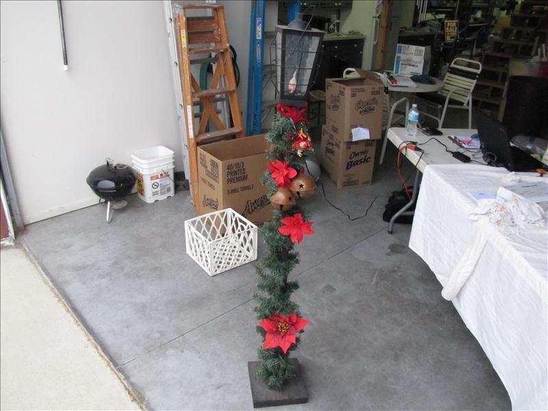 14: Decorative Christmas Lighted Street Light