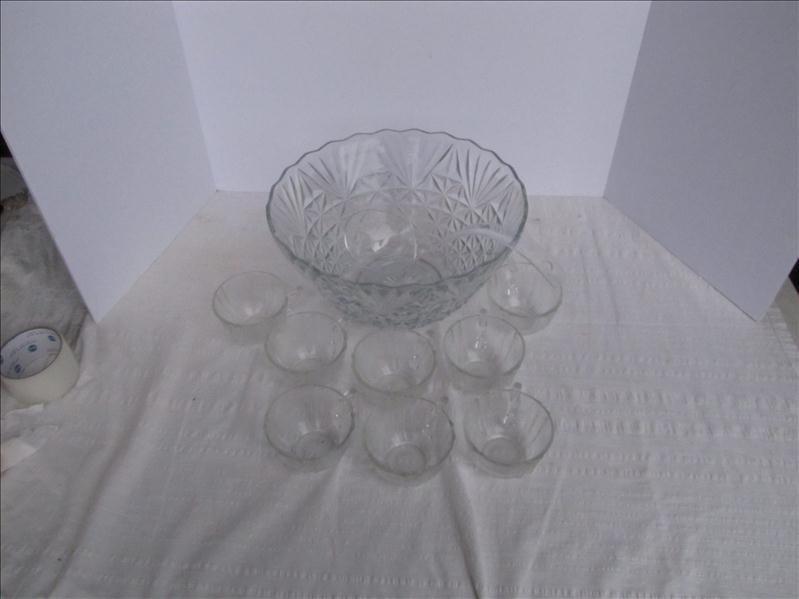 16: Glass Punchbowl Set