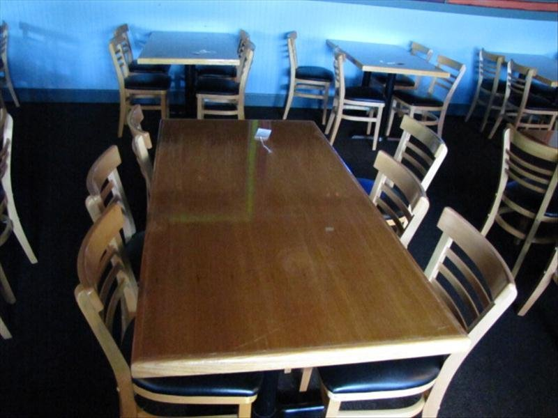 4C: 5 Foot Restaurant Table w/ 6 Chairs