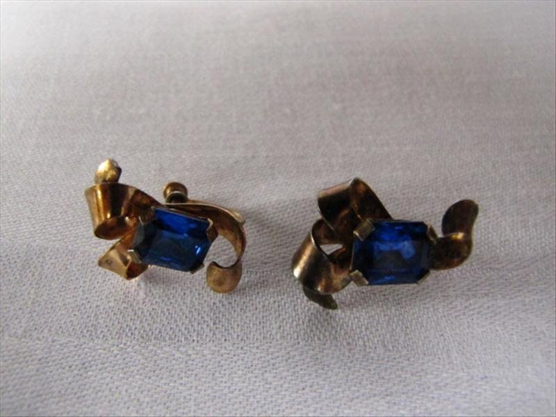 23: Pair of Sterling Earring with Sapphire Stores