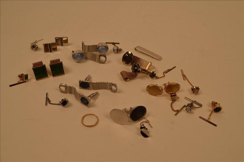 23: Men's Cuff Links Tie Tacks & 14kt Gold Band