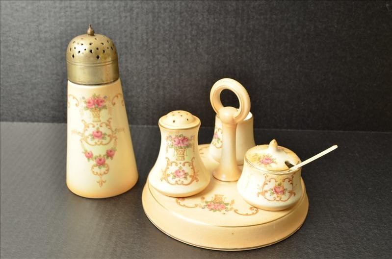 13: English Kitchen Condiment Set