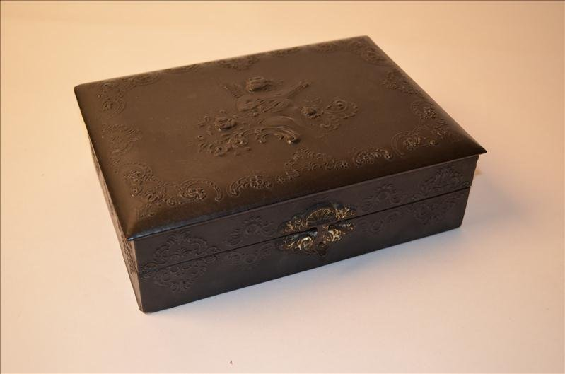 19: Black Celluloid Mourning Box