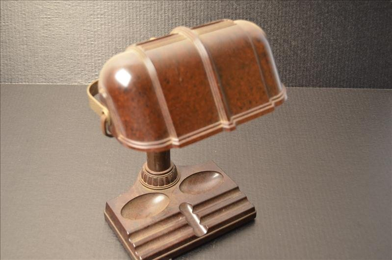 129: Brown Bakelite Desk Lamp