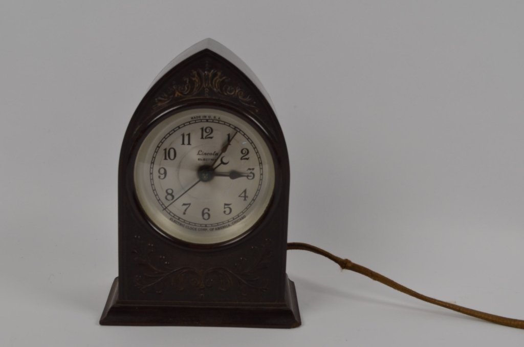 Cathedral Style Lincoln Bakelite Clock