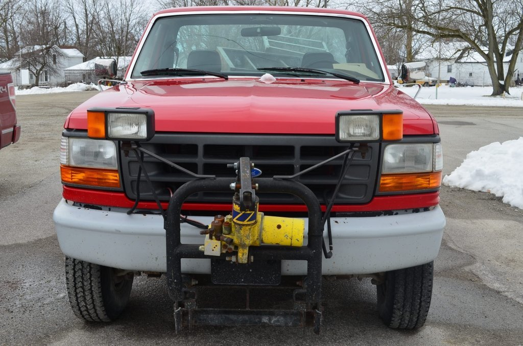 1995 Ford F250 Truck w/ Plow Blade