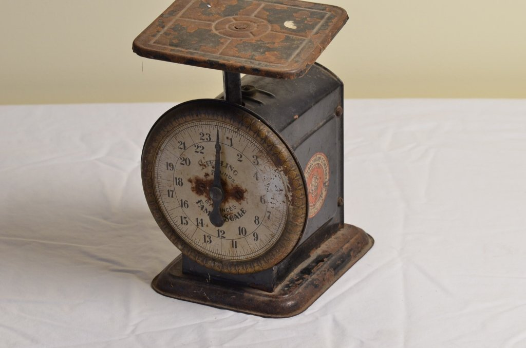 Simmons Hardware Co. Kitchen Scale