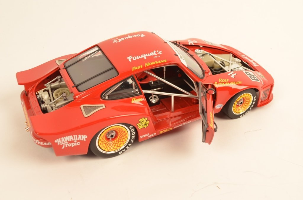 Carousel Porsche 935 1:18 Scale Die-Cast Model Car - 4