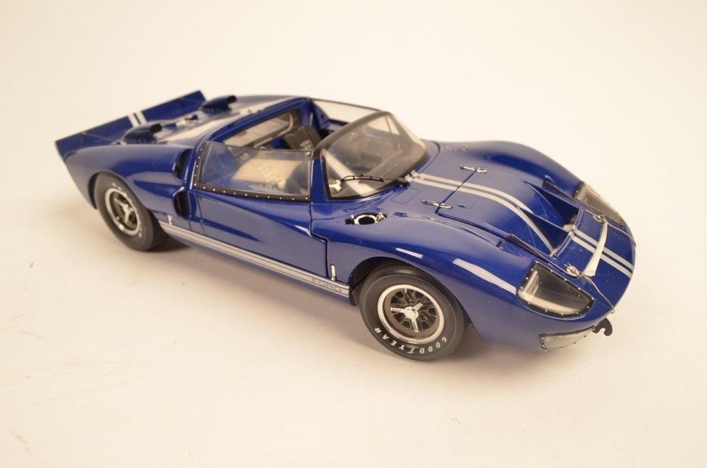 Exoto 1:18 Die Cast Model Ford GT40 - 4