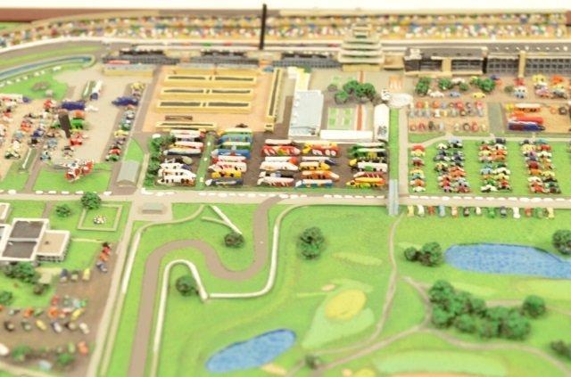 Danbury Mint Indianapolis Motor Speedway Replica - 7