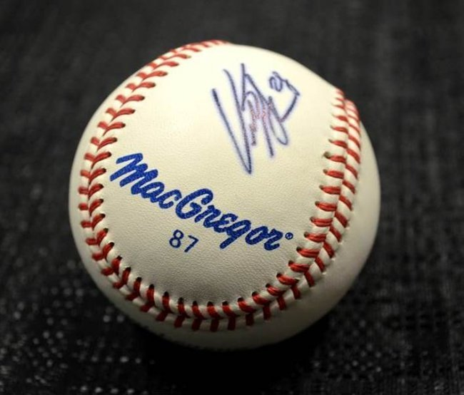 NY METS - CURTIS GRANDERSON AUTOGRAPHED BASEBALL: $130