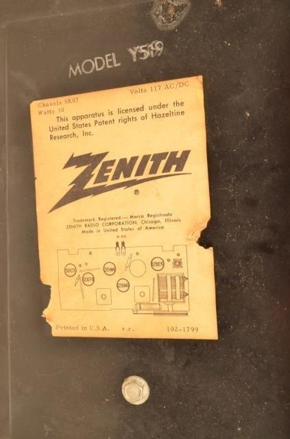Zenith Alarm Clock Radio Model Y519 - 3