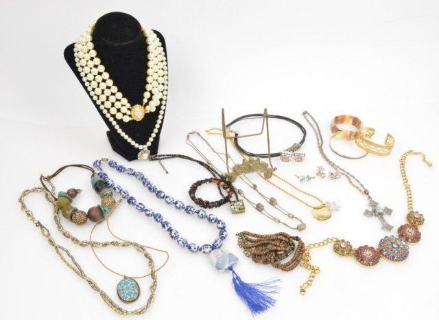 Large Lot Of Ladies Vintage/Fashion Jewelry