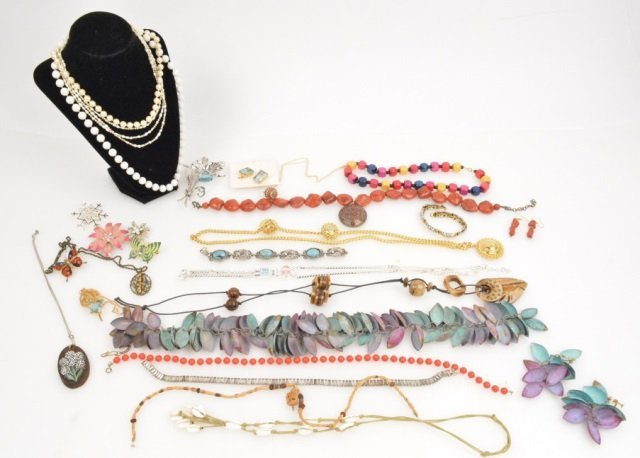 Assorted Lot Of Ladies Fashion/Vintage Jewelry