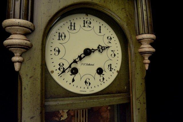 *P.F Bollenbach Regulator Wall Clock W/ Key - 3