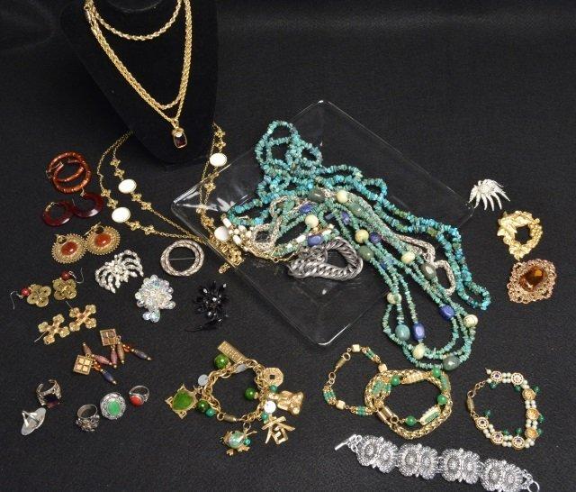 Large Lot Ladies Costume Vintage Jewelry