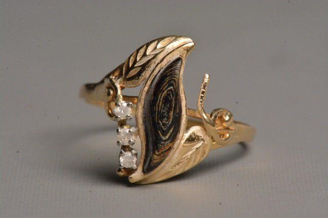 Ladies 14K Yellow Gold Ring W/ Coral & 3 Diamonds