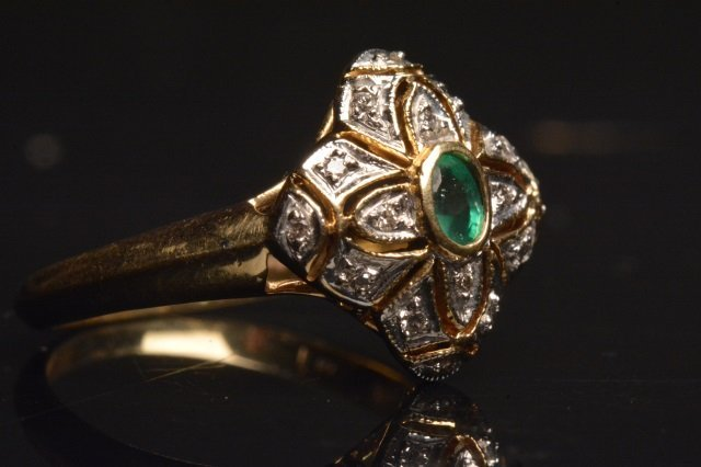 14K Yellow Gold Ring W/ Emerald & Diamonds
