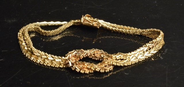 14K Yellow Gold Bracelet W/ Knot Design Center