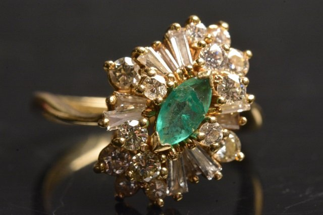 18K Yellow Gold Ring W/ Emerald & Diamonds