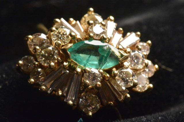 18K Yellow Gold Ring W/ Emerald & Diamonds - 3