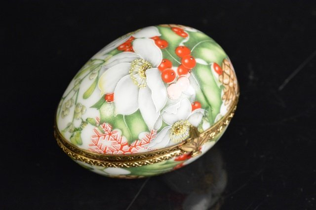 Limoges France & Mary M. Laughlin Porcelain Eggs - 7