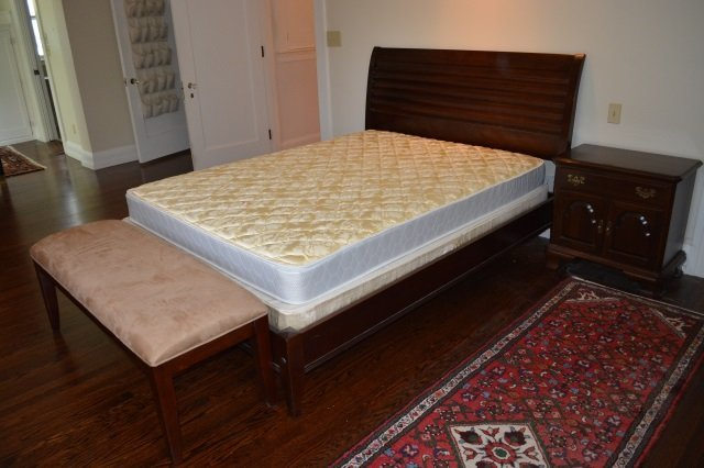 Full Sleigh Bed W/ Dressing Bench & Nightstand