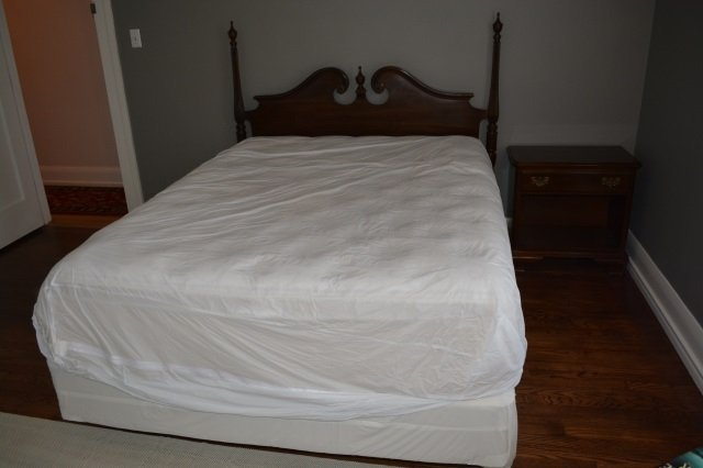 Colonial Style Full Sized Bed W/ (2) Nightstands