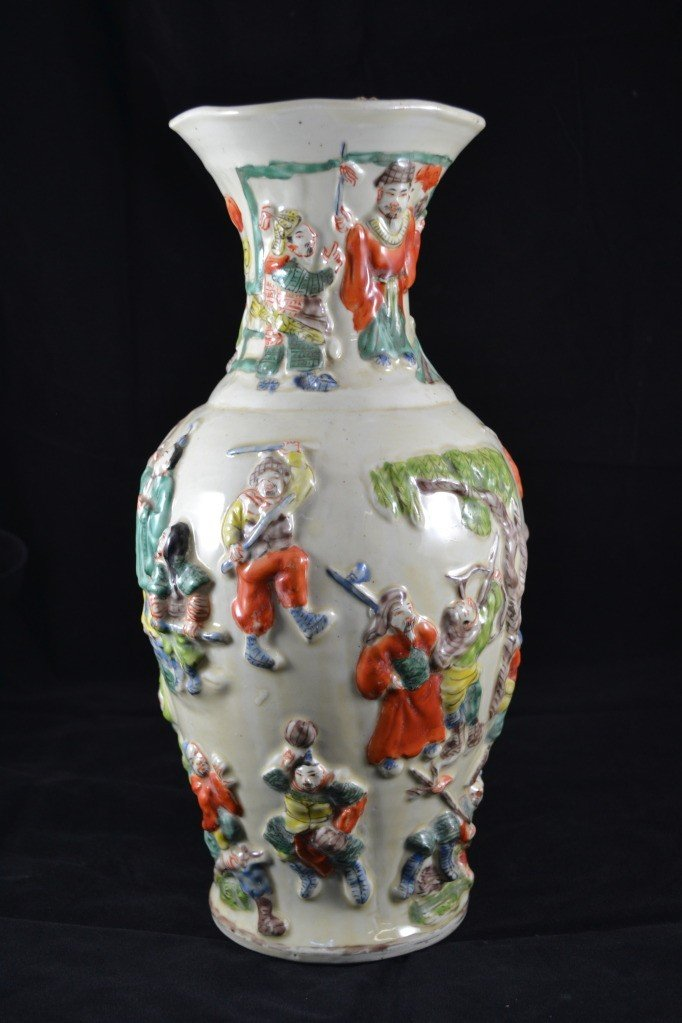 105: Late Qing Dynasty Vase
