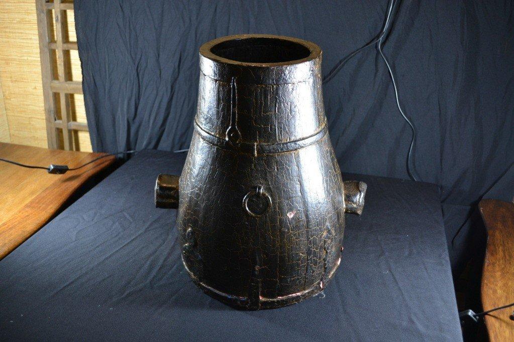 108: wooden laquer bucket