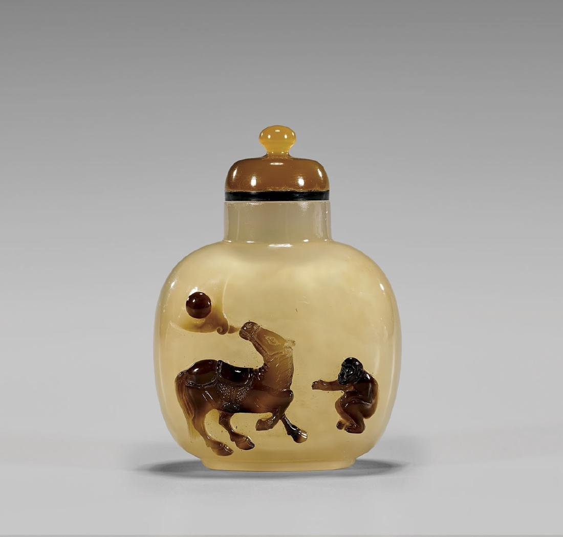 FINE CAMEO AGATE SNUFF BOTTLE: Horse & Monkey