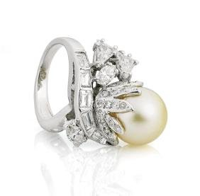 CHAMPAGNE PEARL & DIAMOND PLATINUM RING